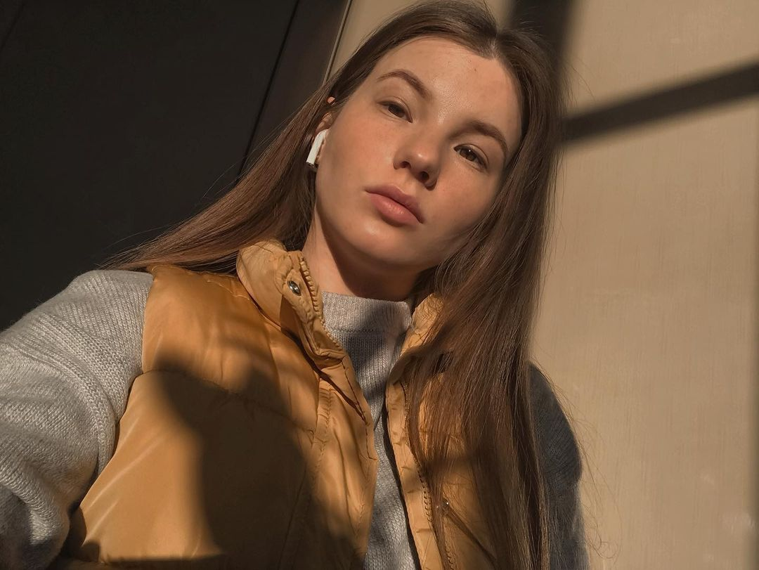 Anna-Kudinova-Wallpapers-Insta-Fit-Bio-21