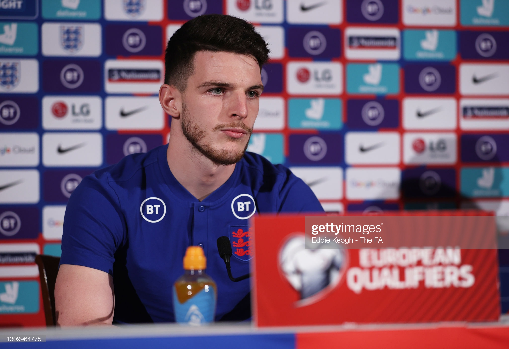 [Image: BAGSHOT-ENGLAND-MARCH-30-Declan-Rice-of-...coming.jpg]