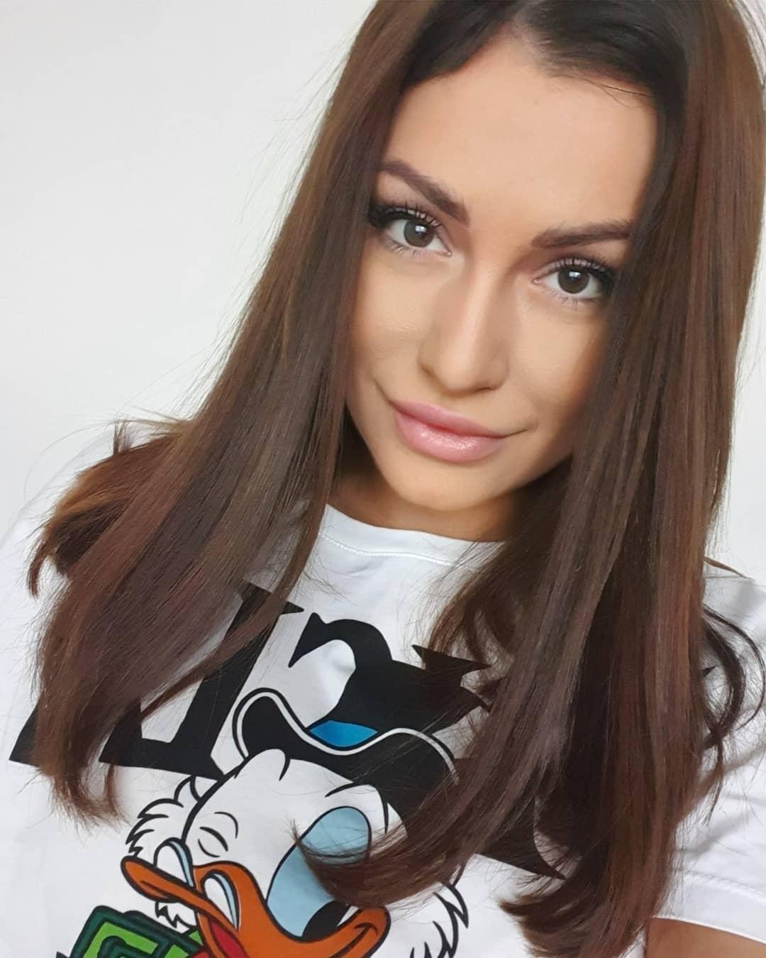 Simona-Ella-Breckova-Wallpapers-Insta-Fit-Bio-8