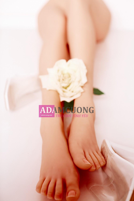 White-rose-Thin-Y-Leg-17