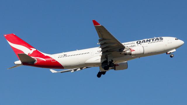 Qantas A330 VH EBO 040218 v3