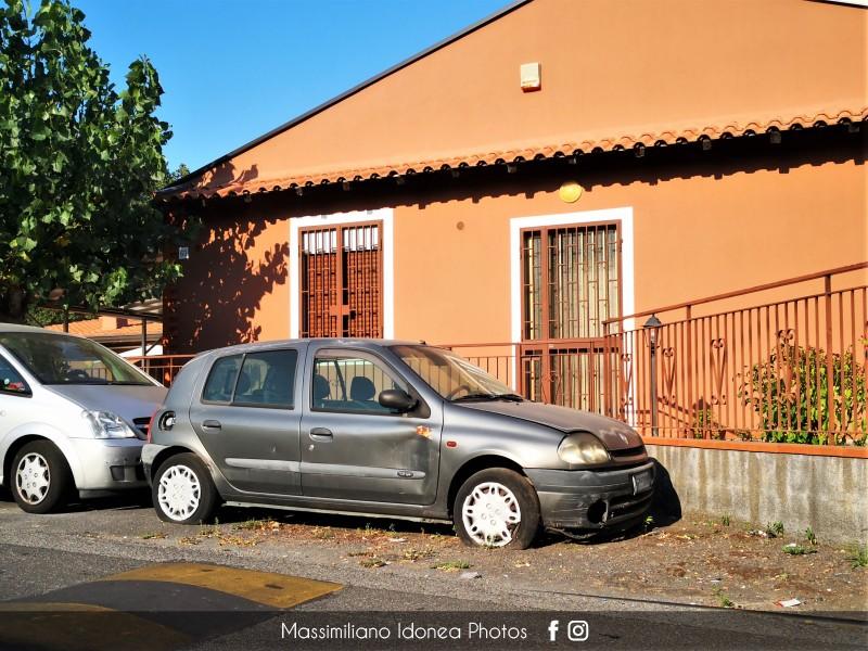 Auto Abbandonate - Pagina 16 Renault-Clio-B