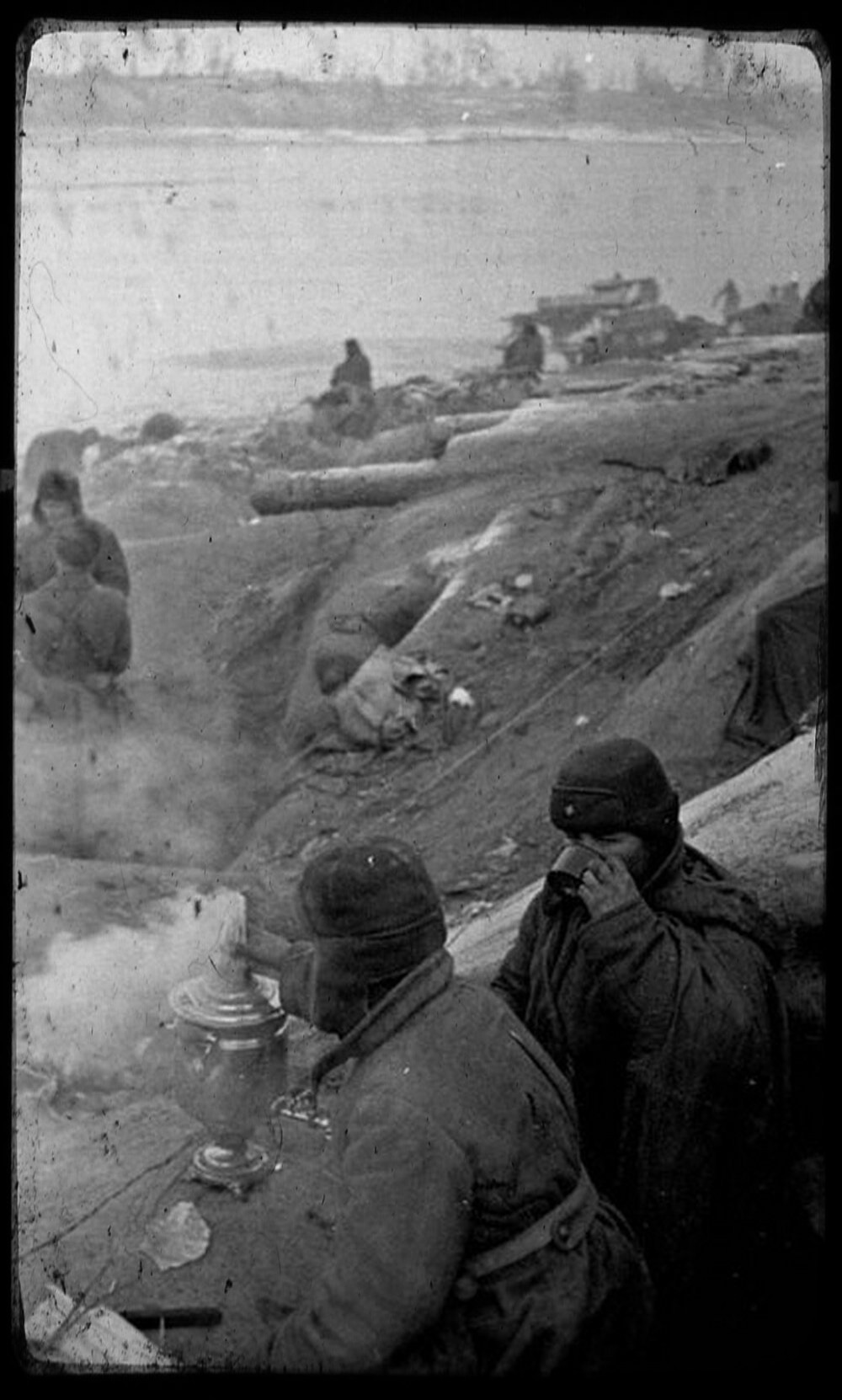 Battle for Nevsky Pyatachok. Soviet soldiers. Photo by Vsevolod Tarasevich