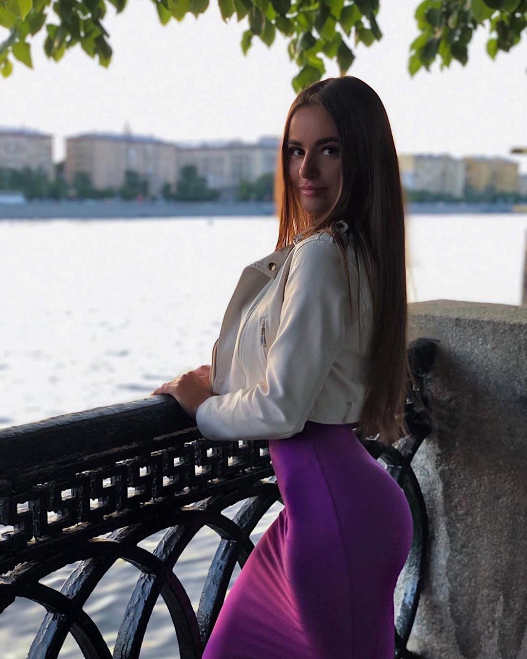 Yuliya-Lazarenko-Wallpapers-Insta-Fit-Bio-1