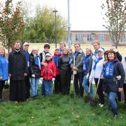 Самое масштабное мероприятие в рамках экологической акции Наш лес. Посади своё дерево состоялось 3 октября в историческом центре Серпухова. В скверах, где в ходе благоустройства пришлось удалить часть больных старых деревьев, высадили 70 лип