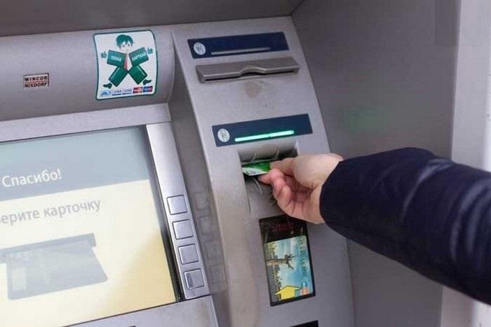 Хитрости жизни: что делать, если банкомат не возвращает карту