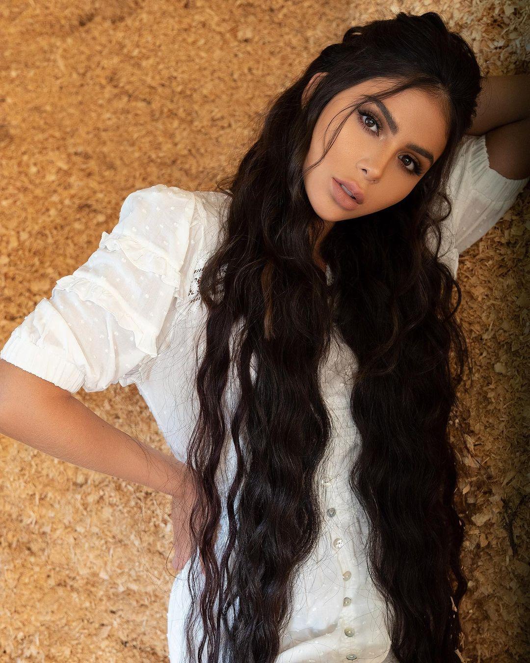 Luisa-Fernanda-Castano-Wallpapers-Insta-Fit-Bio-2