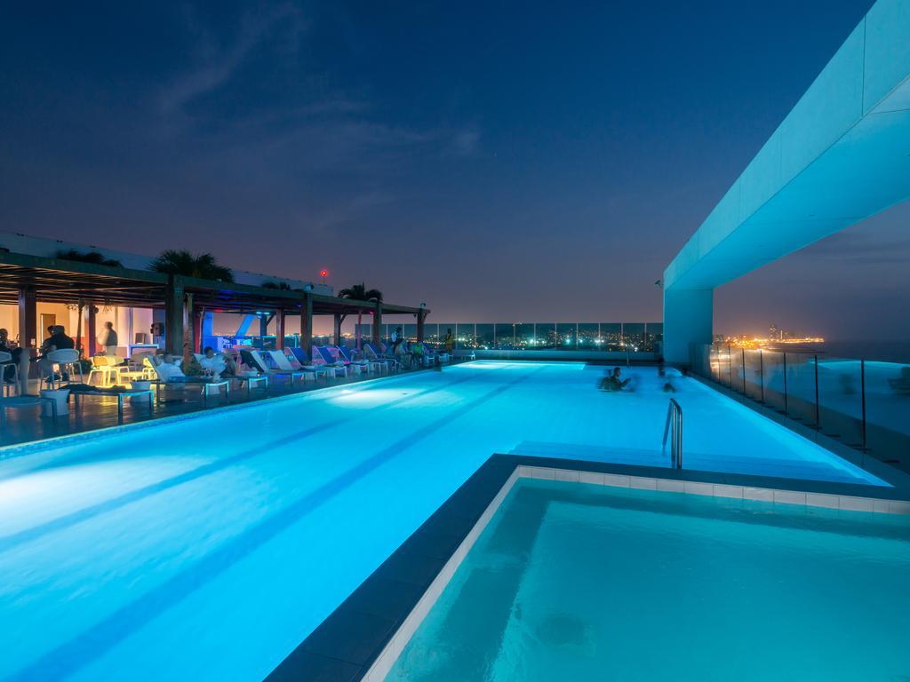 hotel-las-americas-torre-del-mar-pool
