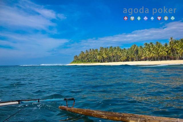 Keindahan Pantai Krui, Destinasi Wisata Lampung yang Wajib Dikunjungi