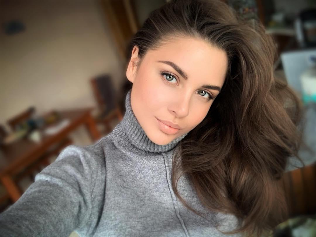 Julia-Gogoleva-Wallpapers-Insta-Fit-Bio-6