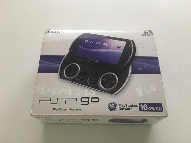 [Vendu] PSP Go en boîte  2-E617-B51-FD7-C-4749-85-F6-28-C57636-C6-CA