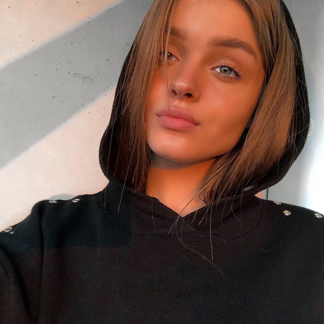 Anna-Zak-Wallpapers-Insta-Fit-Bio-19