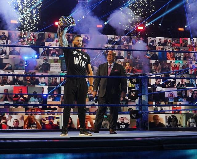 Roman Reigns y Paul Heyman en SmackDown