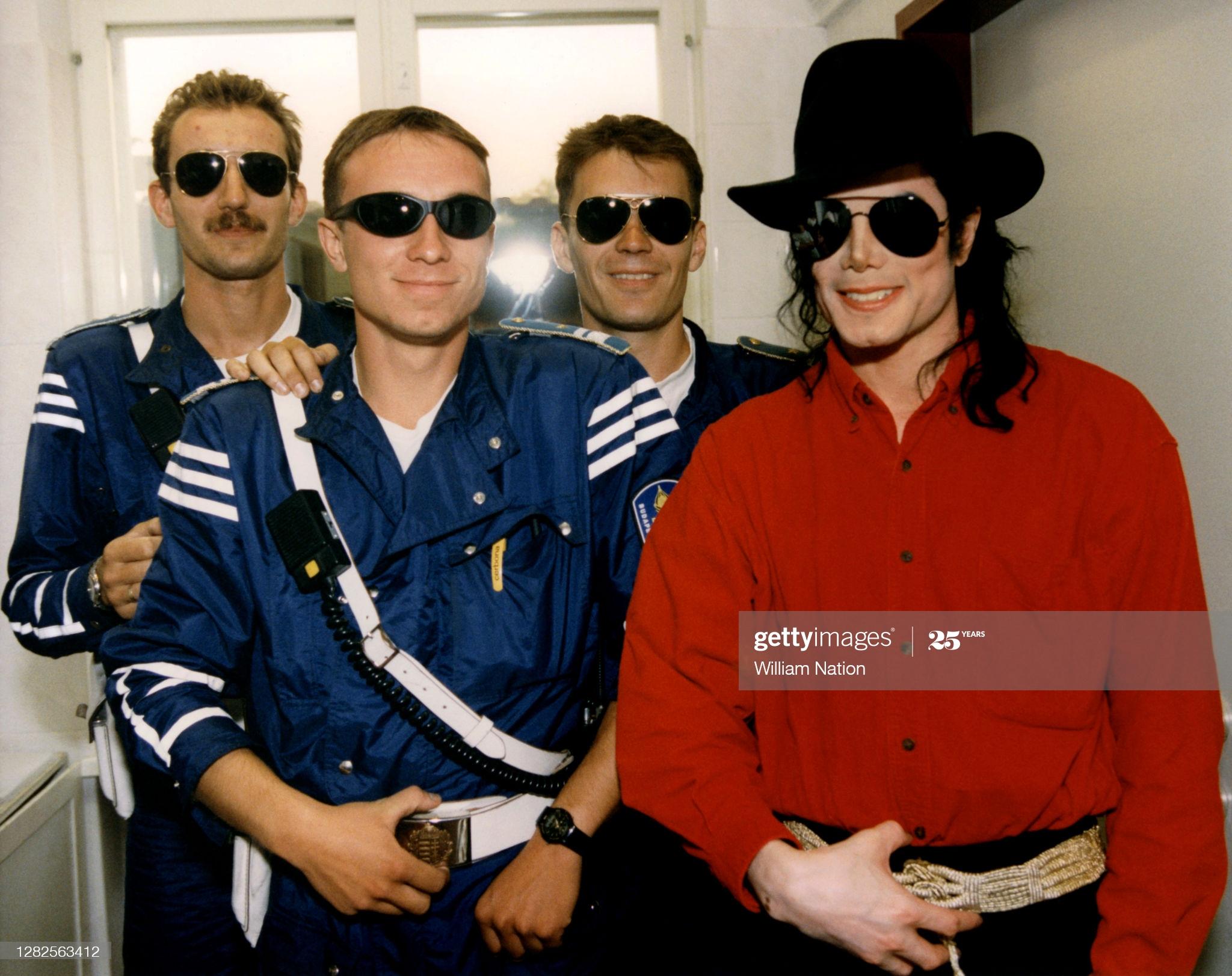 BUDAPEST-HUNGARY-JULY-1996-American-singer-songwriter-and-dancer-Michael-Jackson-1958-2009-arrives-w.jpg