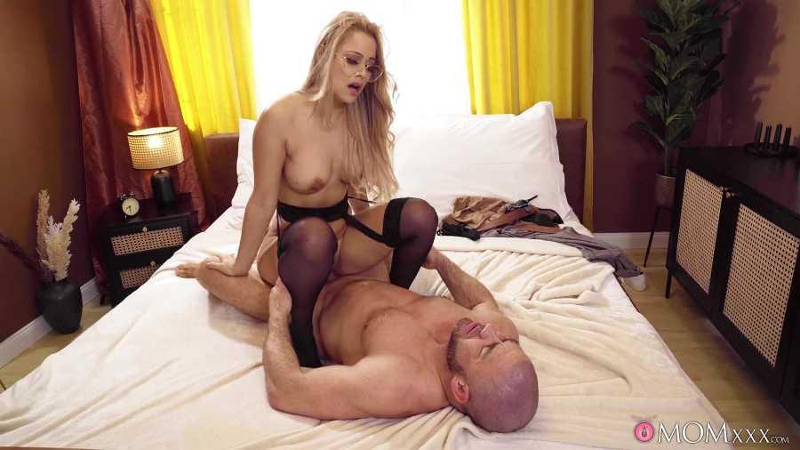 Sasha, Chris – Blonde MILF Loves Big Cock Husband – Mom XXX – SexyHub