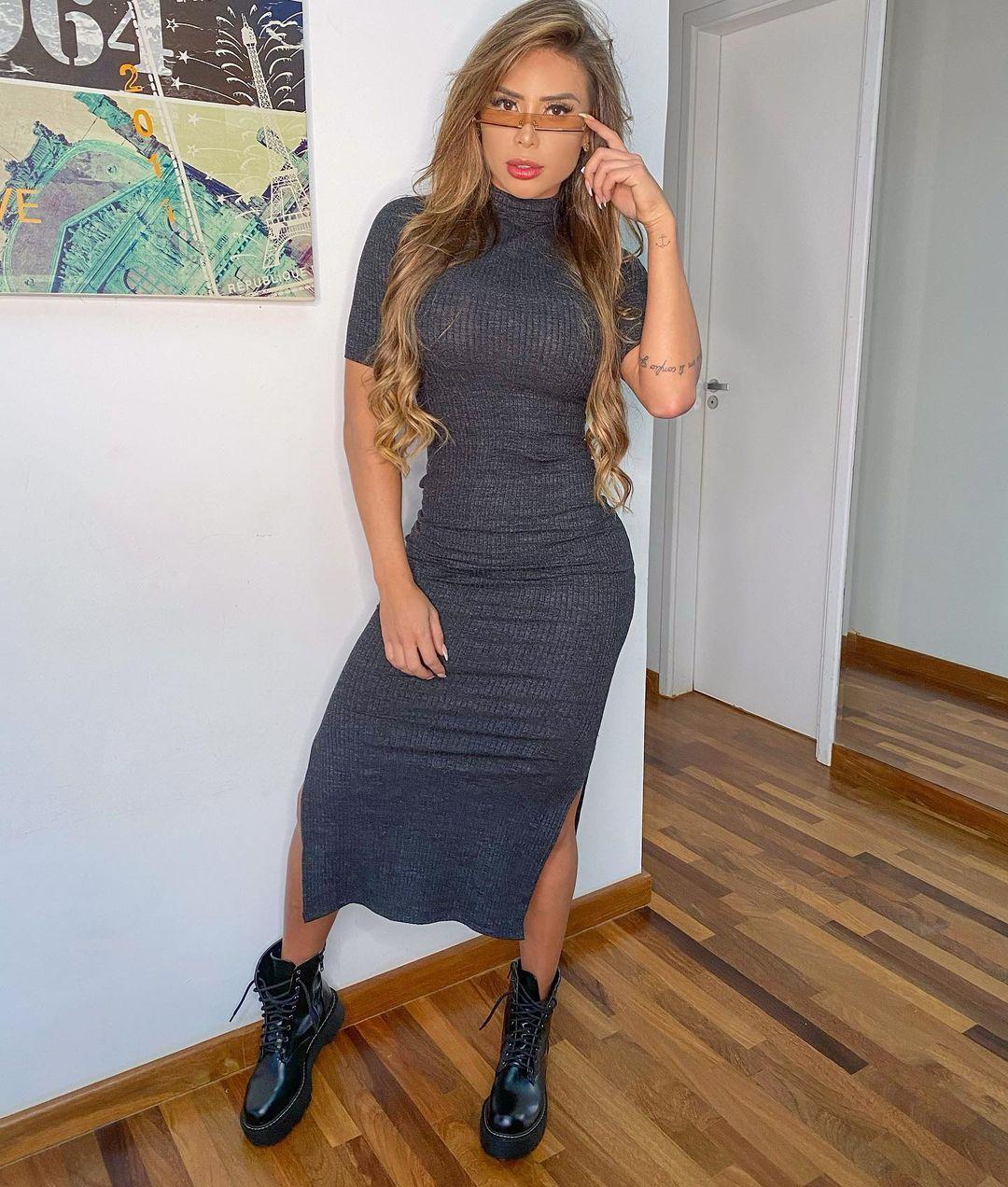 Alessandra-Batista-Wallpapers-Insta-FIt-Bio-2