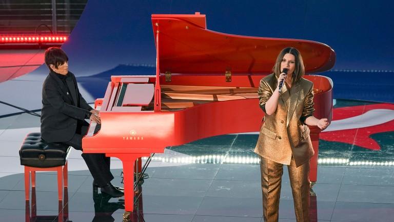 Diane-Warren-and-Laura-Pausini-2021-Oscars-Performance-billboard-1548-1619403166-768x433