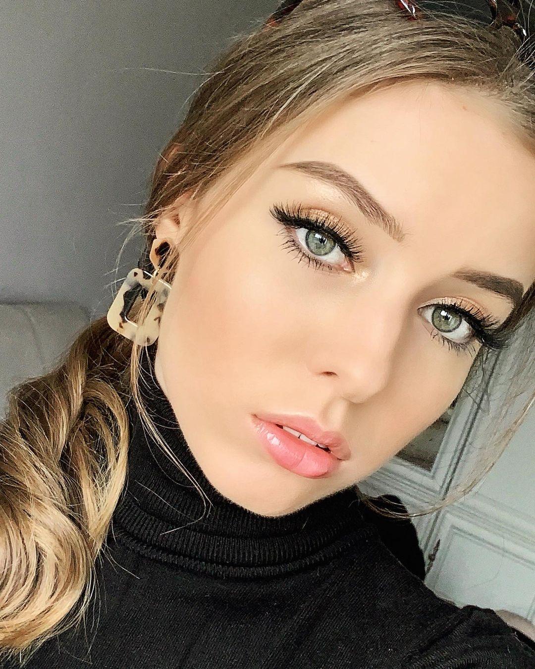 Natalia-Lucja-Poplawska-Wallpapers-Insta-Fit-Bio-6