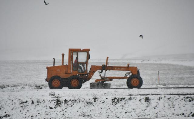Kars-n-Sarkam-ilesinde-gece-saatlerinde-etkili-olan-saanak-sabah-saatlerinde-yerini-kar-yana-brakt-K