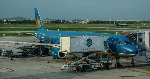 airplane-docking-airport-hanoi-vietnam-aug-airbus-airlines-noi-bai-han-140187890