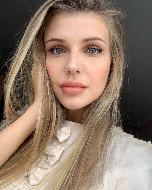 Yuliana-Sholomitskaya-Wallpapers-Insta-Fit-Bio-6