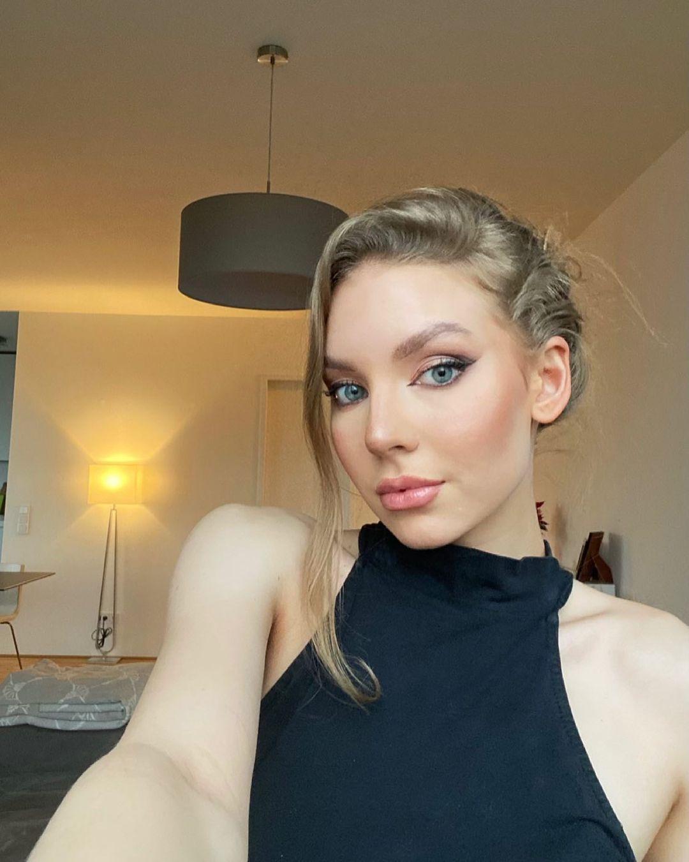 Elizaweta-Amalia-Wallpapers-Insta-Fit-Bio-6