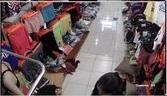 Clip: Quay lén Chị Gái dáng đẹp thử đồ trong shop quần áo thể thao^^