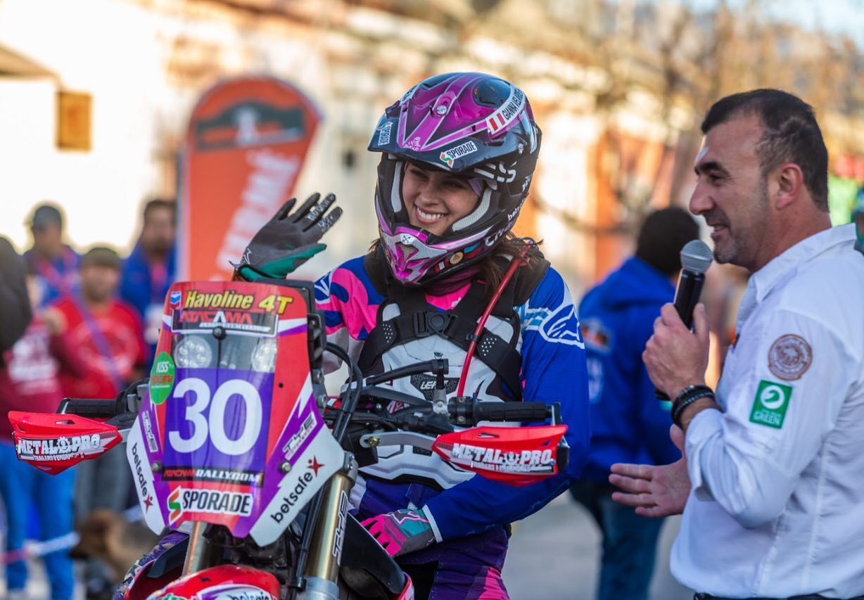 gianna-velarde-chile-revista-mototec