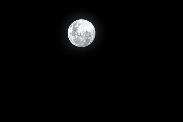 full-moon-in-dark-night-sky-3765594.jpg
