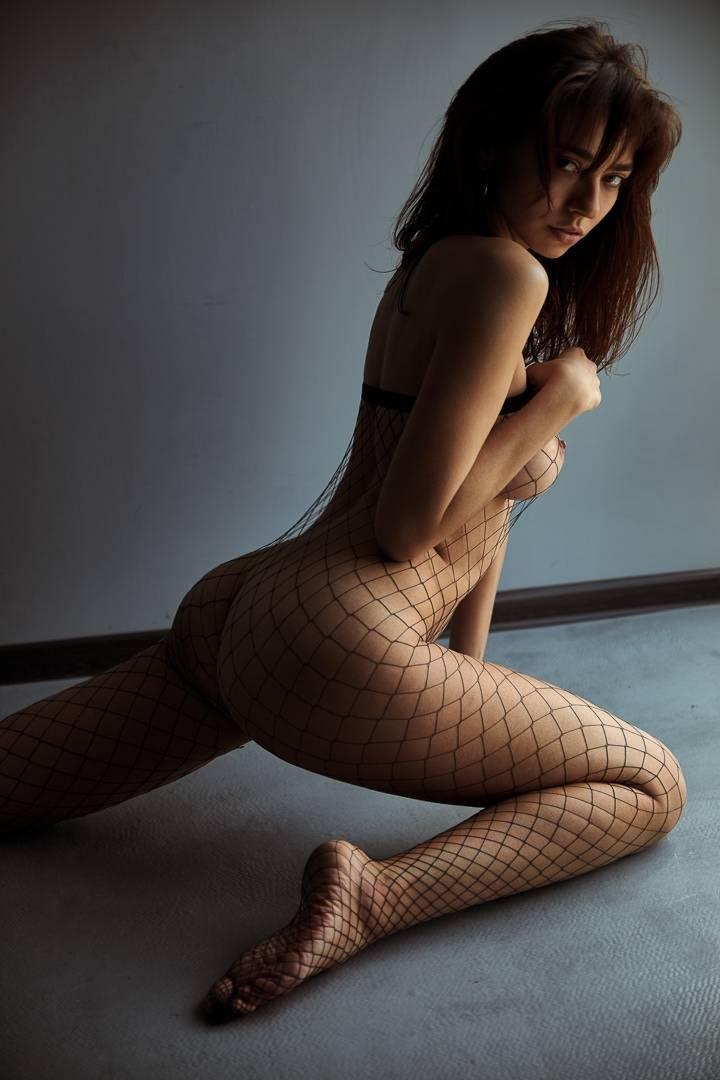 Fit-Naked-Girls-com-Irina-Lozovaya-nude-2