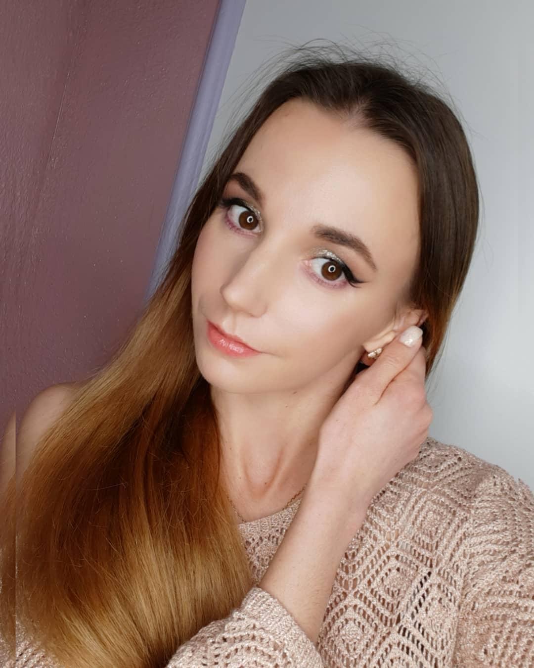 Alinka-Vladimirova-Wallpapers-Insta-Fit-Bio-14