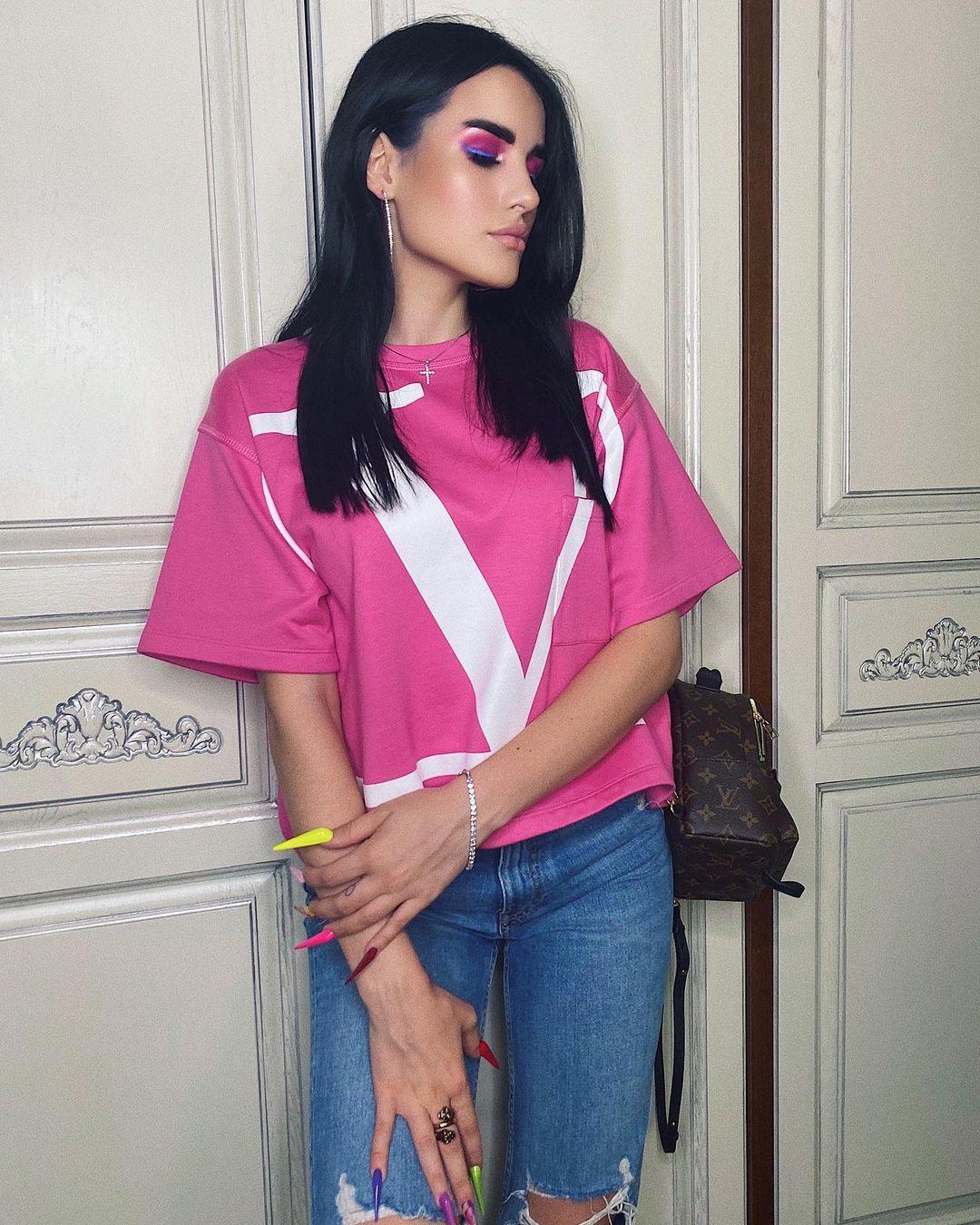 Karina-Arakelyan-Wallpapers-Insta-Fit-Bio-19
