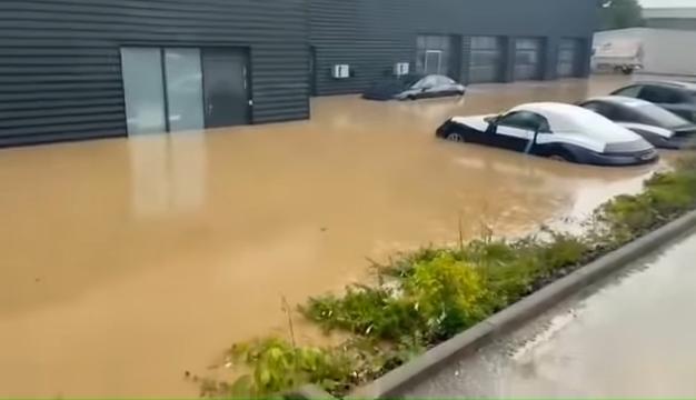 Brand-New-Porsches-Under-Water-In-German-Dealership-After-Disastrous-Rains-0-12-screenshot