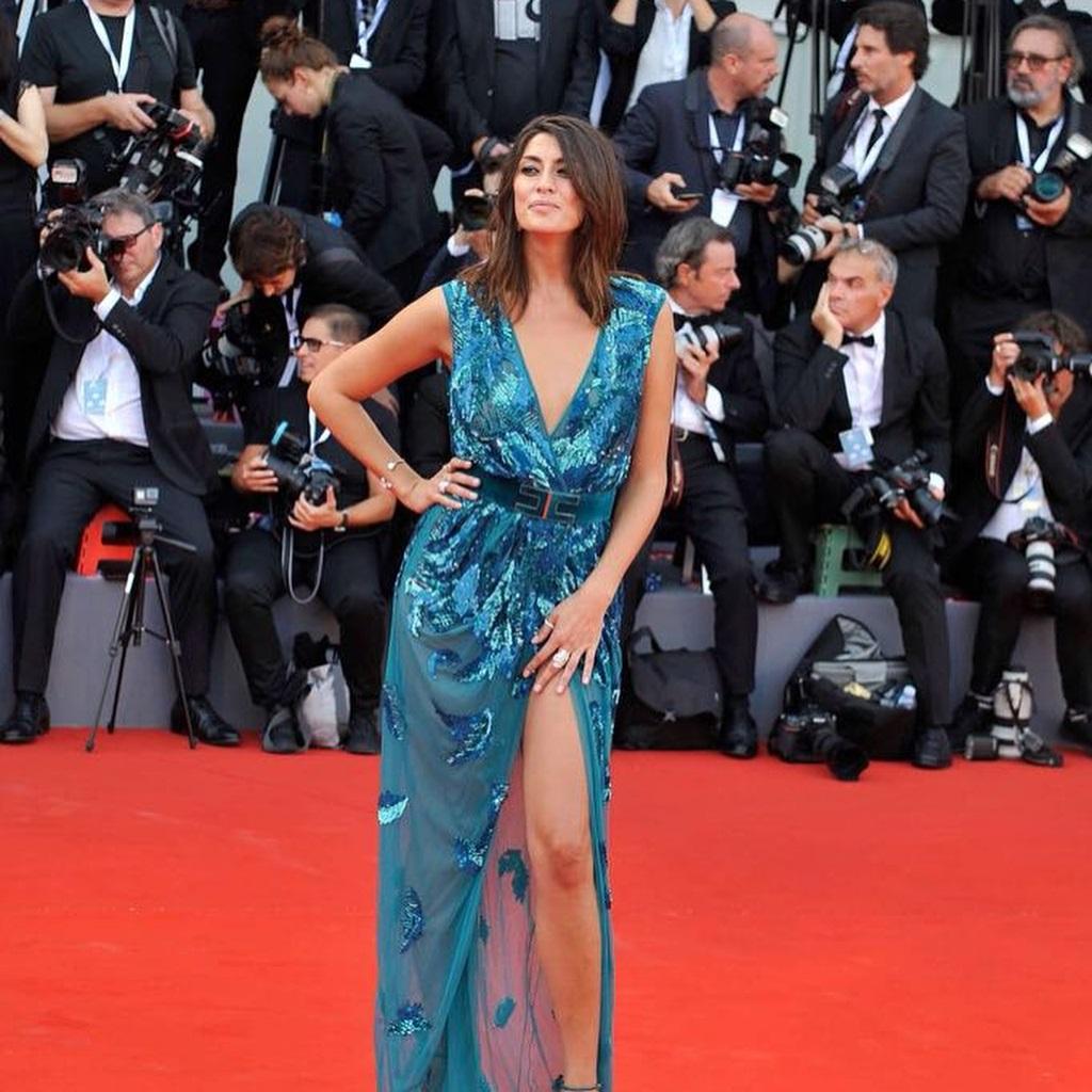 Elisa Isoardi, l'abito argento Elisabetta Franchi