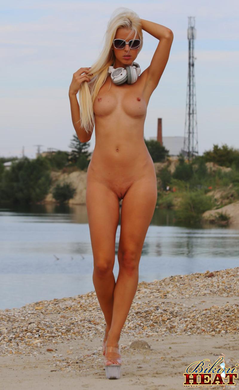 Topless-model-Djane-Ms-12