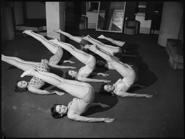 School-of-mannequins-Australia-1940-7