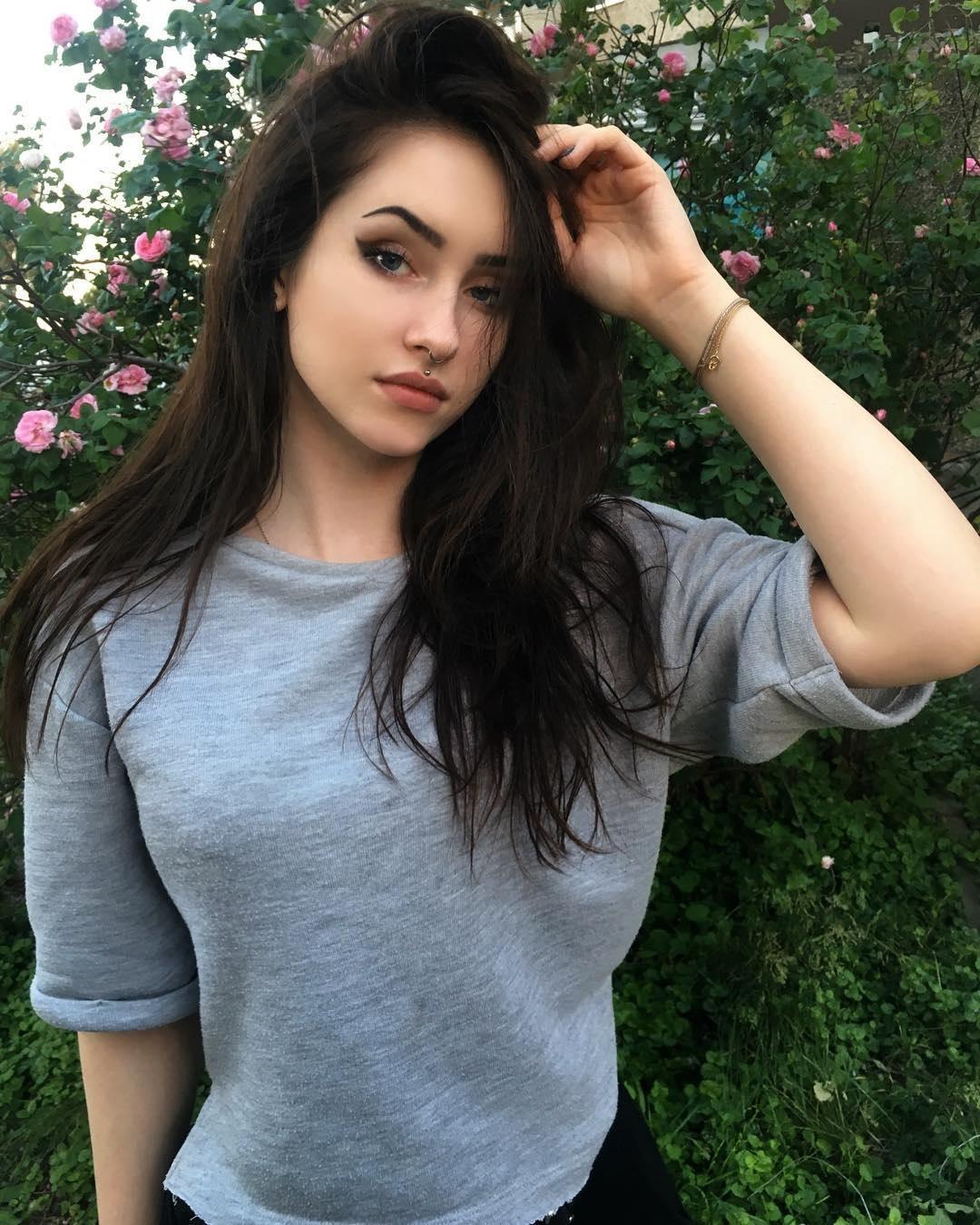 Anastasia-Mut-Wallpapers-Insta-Fit-Bio-10