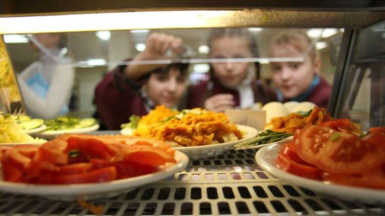 Как будут питаться в школьных столовых с января