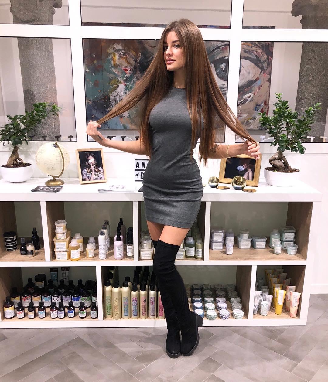 Elena-Berlato-Wallpapers-Insta-Fit-Bio-2