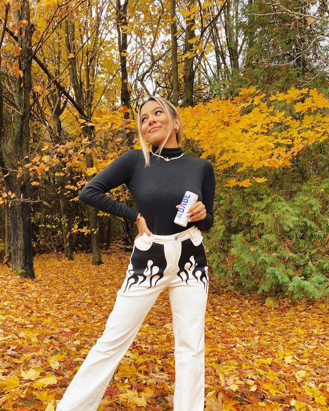 Adelaine-Morin-Wallpapers-Insta-Fit-Bio-1