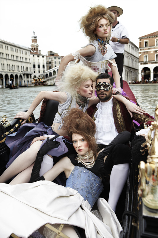 Margherita-Missoni-The-girls-pose-in-their-first-group-photo-shoot-on-a-gondola-on-America-s-Next-To.jpg
