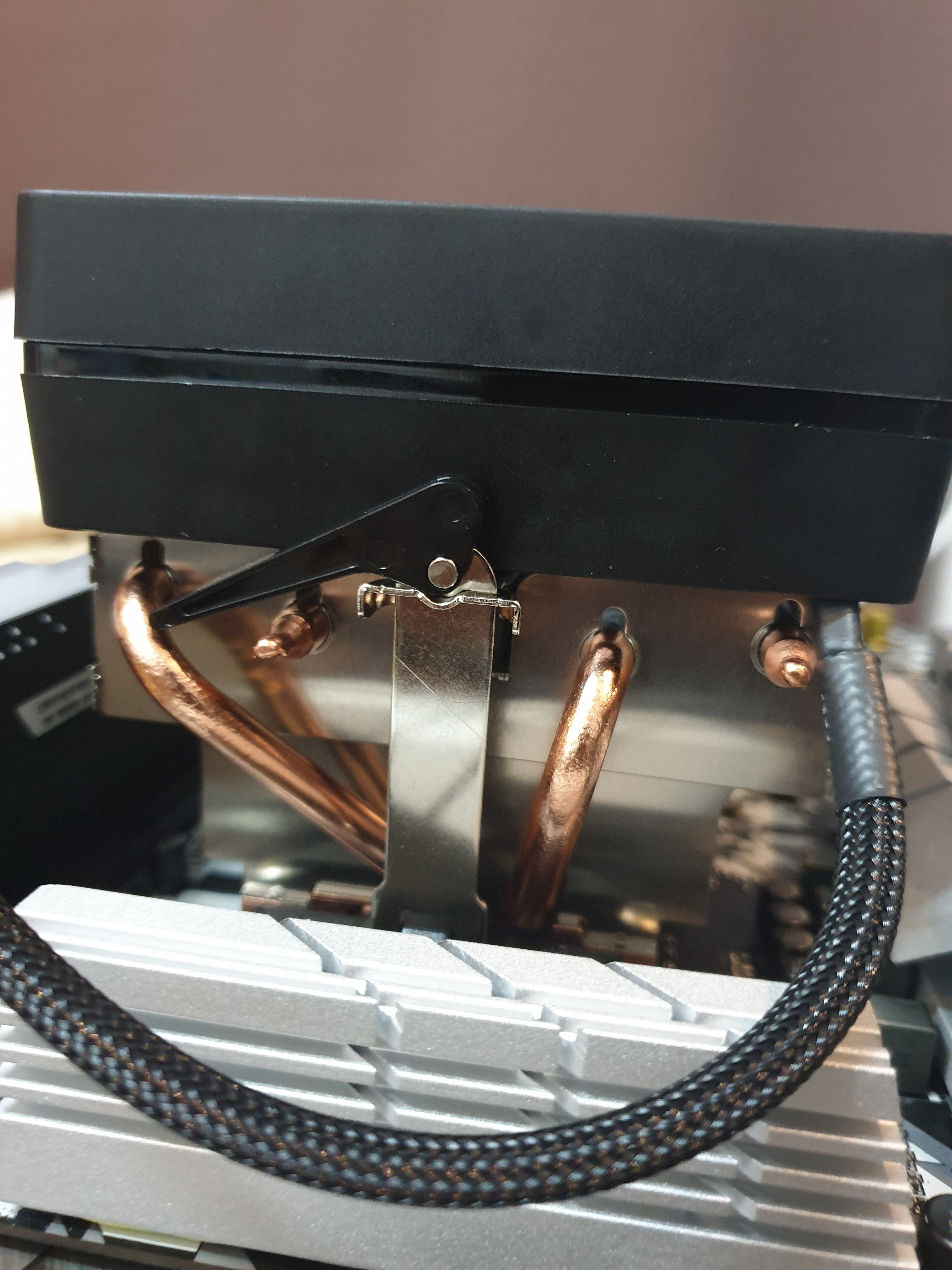 Question - R2700x wraith prism install | Tom's Hardware Forum