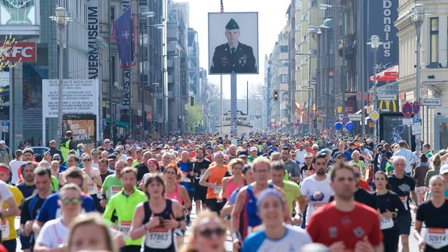 checkpoint-charlie-medio-maraton-berlin-travelmarathon-es