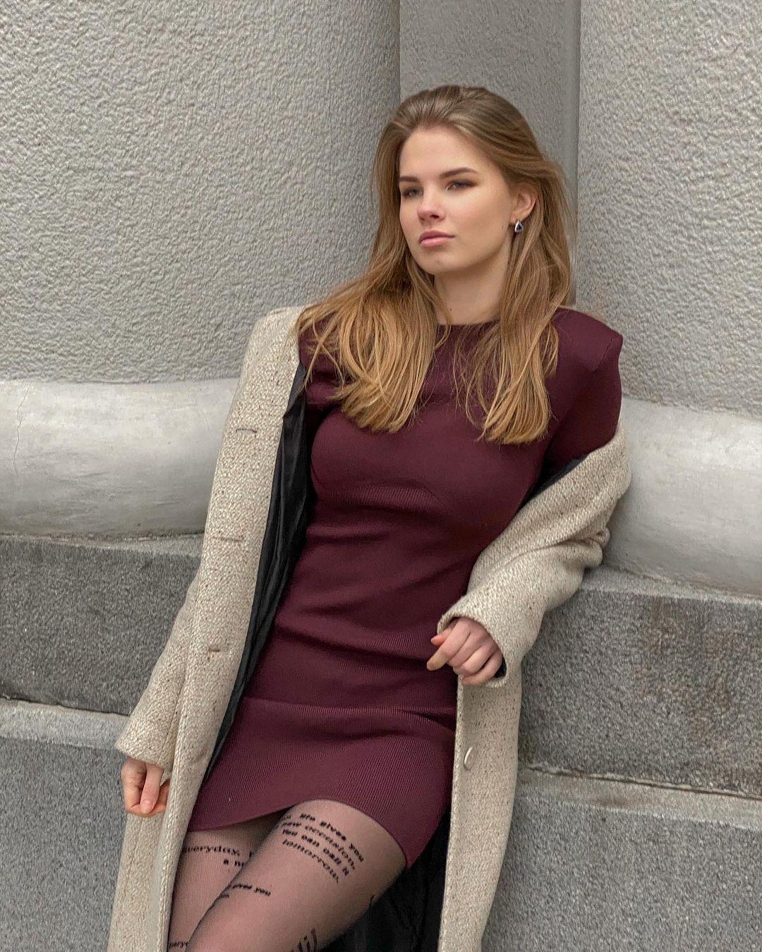 Mariia-Arsentieva-Wallpapers-Insta-Fit-Bio-4