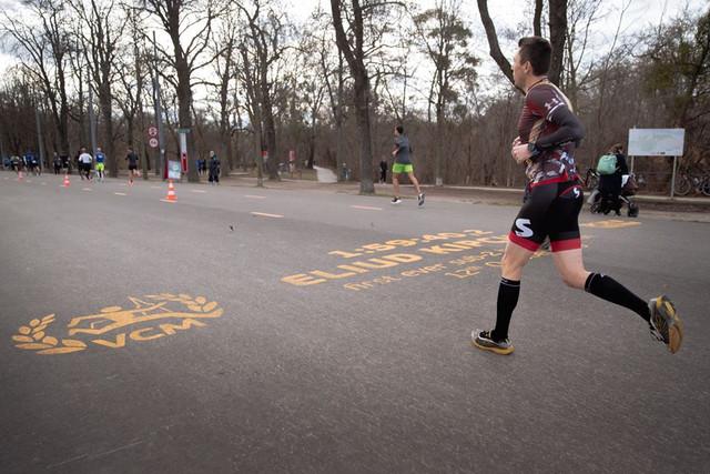 kipchoge-viena-se-al-suelo-maraton-viena-travelmarathon-es