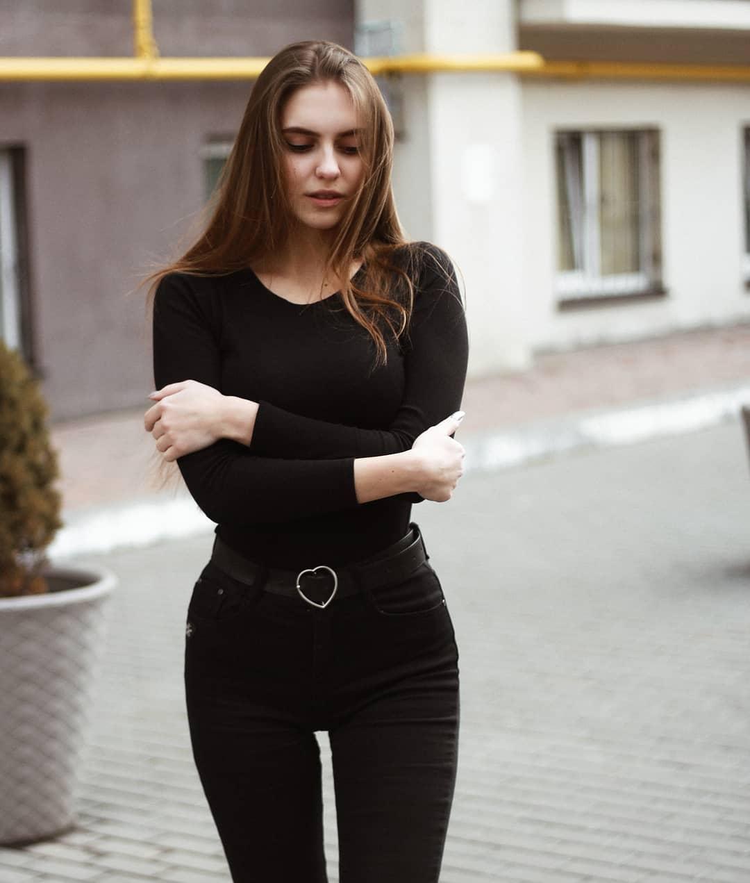 Katya-Melnyk-Wallpapers-Insta-Biography-4