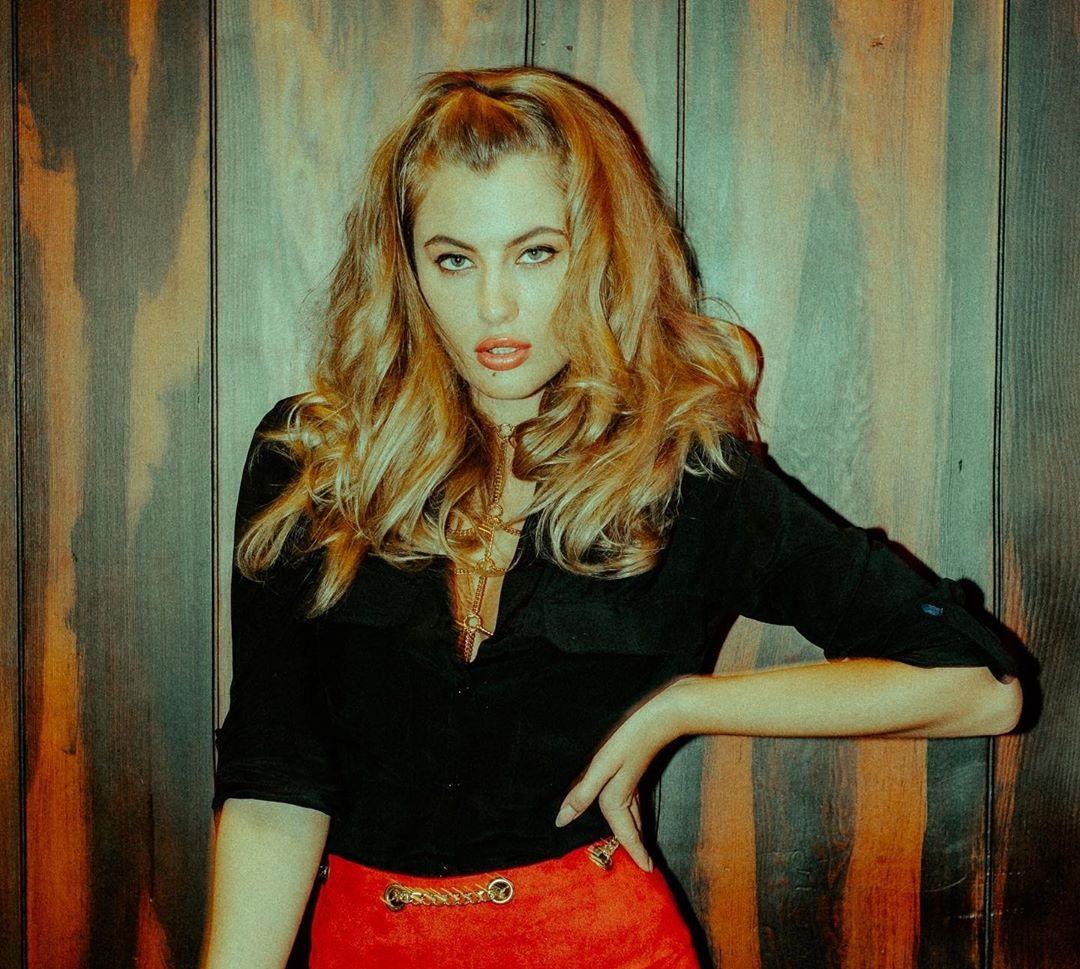 Cherie-Noel-Wallpapers-Insta-Fit-Bio-6