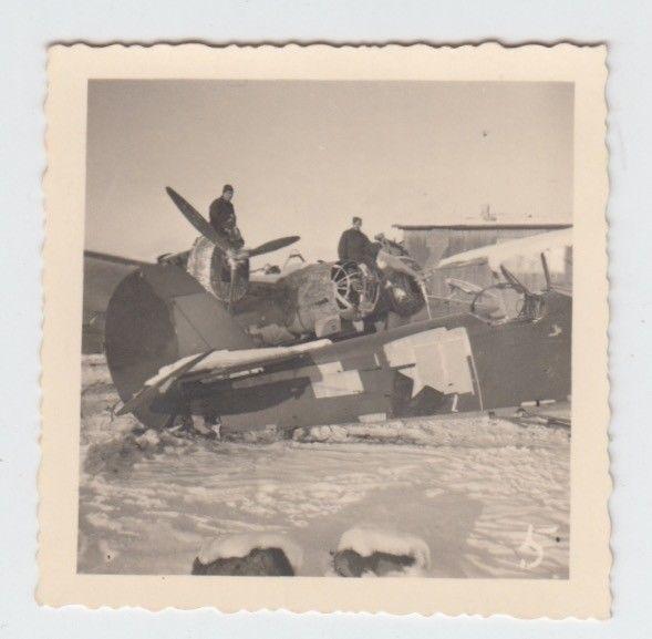 Foto-von-Soldaten-mit-Flugzeuge-im-Winter