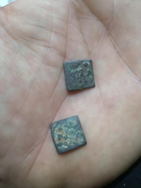 Estas monedas de Navarra, son así de origen o están modificadas? IMG-20210406-222215