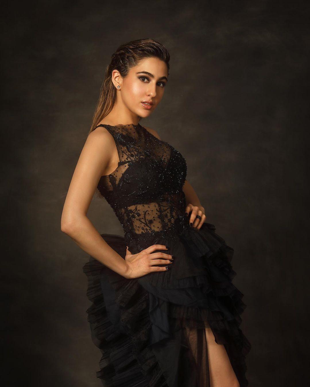 Sara-Ali-Khan-Wallpapers-Insta-Fit-Bio-2